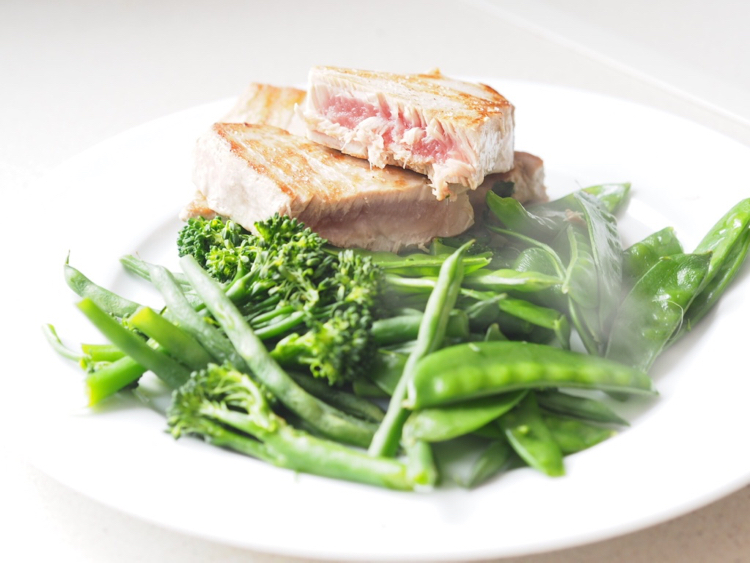 Tuna Steaks // The perfect high protein meal